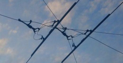 Přetržené nosné lano trolejového vedení zkomplikovalo ranní dopravu