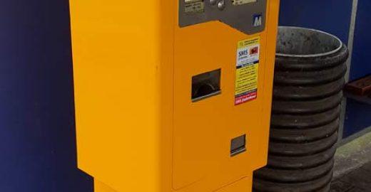 Nefungovaly automaty na jízdenky. Zřejmě po nočním útoku vandala