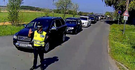 MHD projížděla v dopravní zácpě kolem ZOO jen díky strážníkům